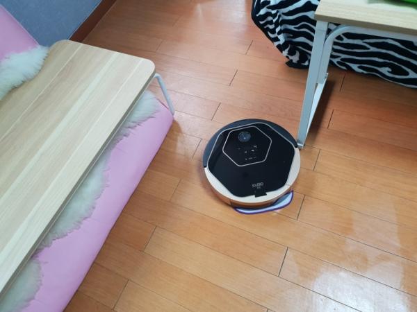 구석구석 청소하고 알아서 충전…더 똑똑해진 로봇청소기 '아이클레보 A3'